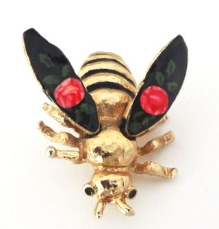 Jewelry_bee_movable_wings_pin_06