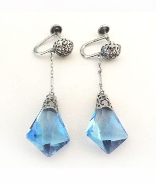 Jewelry_blue_deco_earrings_02_pin