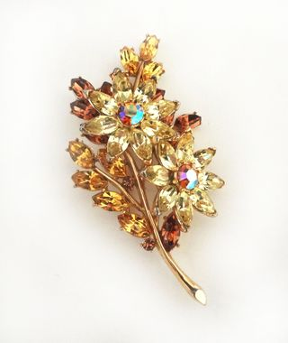 Jewelry_trifari_rhinestone_pin_06
