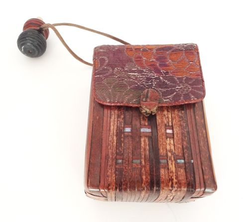 Antique_tobacco_pouch_01