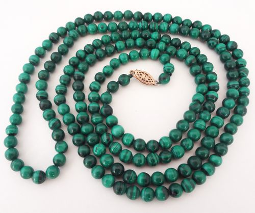 Long malachite bead necklace 01
